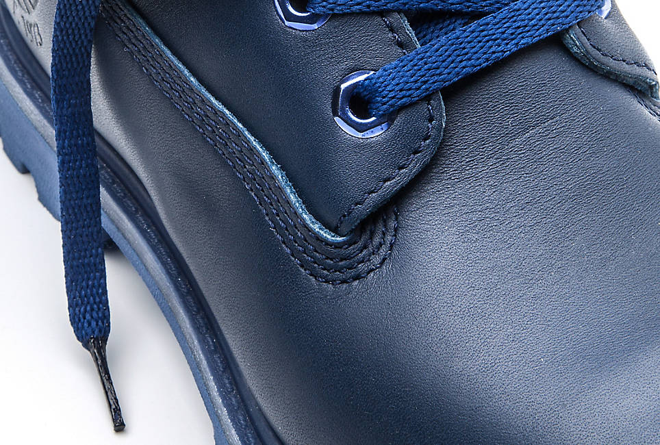 Premium full-grain Horween® leather made in the USA