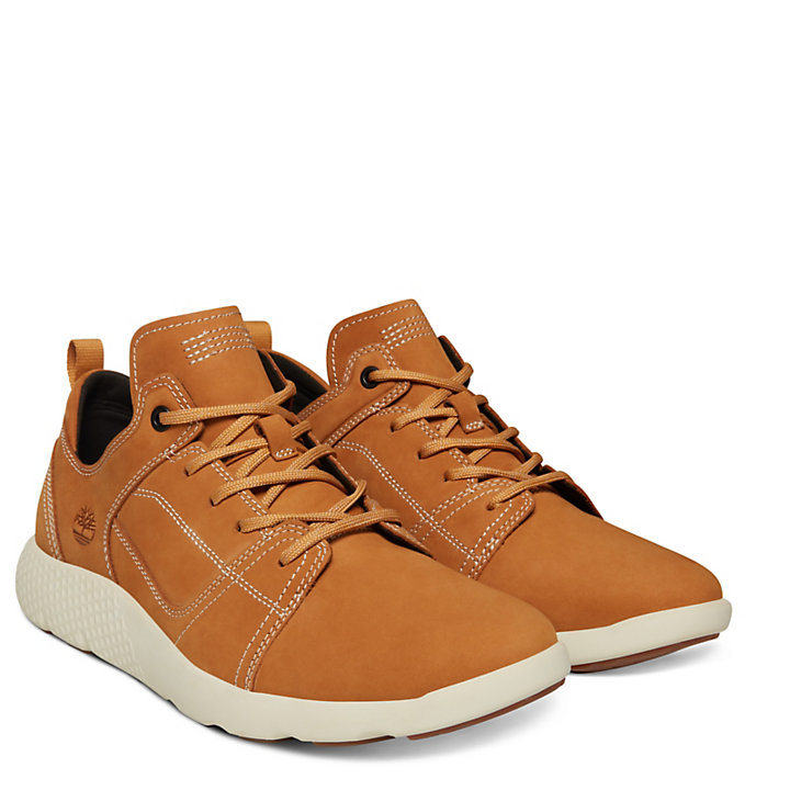 FlyRoam™ Leather Sneaker for Men in Yellow-