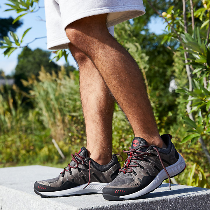 Men's FlyRoam™ Trail Low Leather Sneakers-