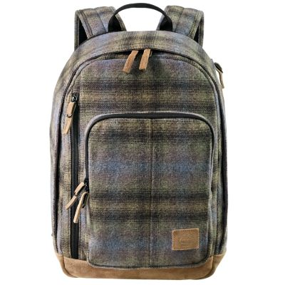 This plaid backpack features the spirit of adventure and Timberland® design and craftsmanship. These 23-liter packs use a throwback plaid that was originally used for a Timberland x Woolrich collaboration in 1976, so you know it's got staying power.